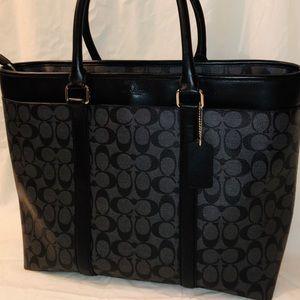 COACH - Signature Logo Tote Handbag - Shoulder Bag